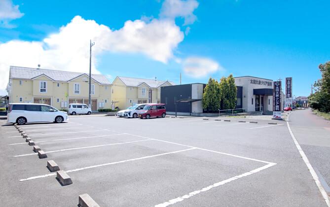 駐車場は医院の隣に22台完備しています